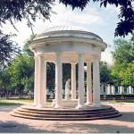 Ротонда -каменное сооружение с колонами